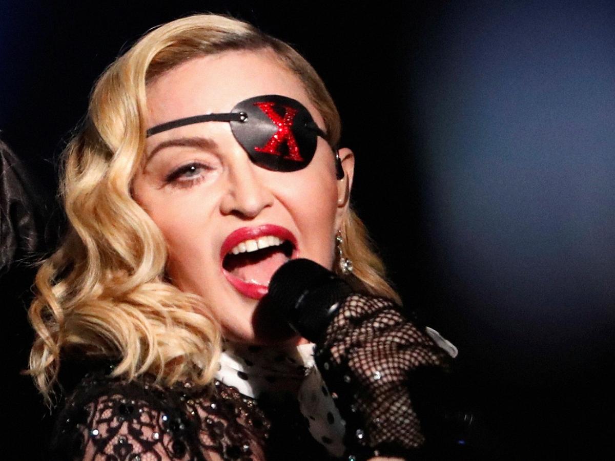 На новом фото Мадонна стала похожа на Ким Кардашьян