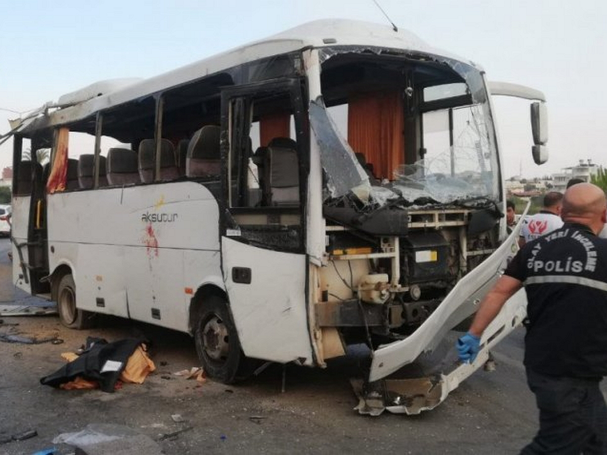 В турецкой Анталье перевернулся автобус с туристами из России: трое погибших (ВИДЕО)