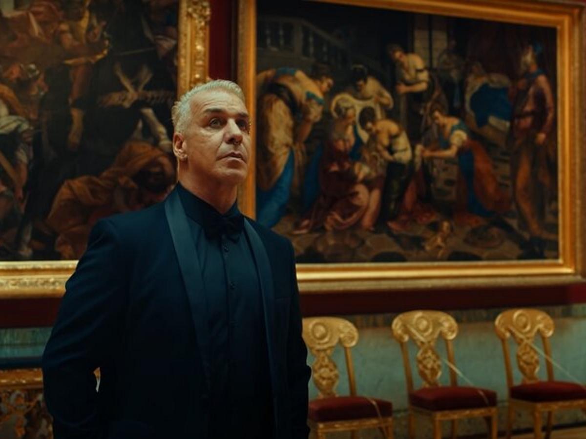 Тилль Линдеманн продает свои изображения NFT за 100 000 евро, предлагая бонусом приватный ужин в Москве