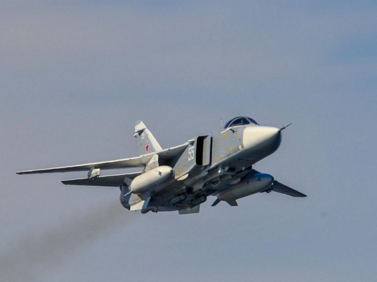 Под Пермью разбился истребитель Су-24: опубликовано фото и видео с места крушения