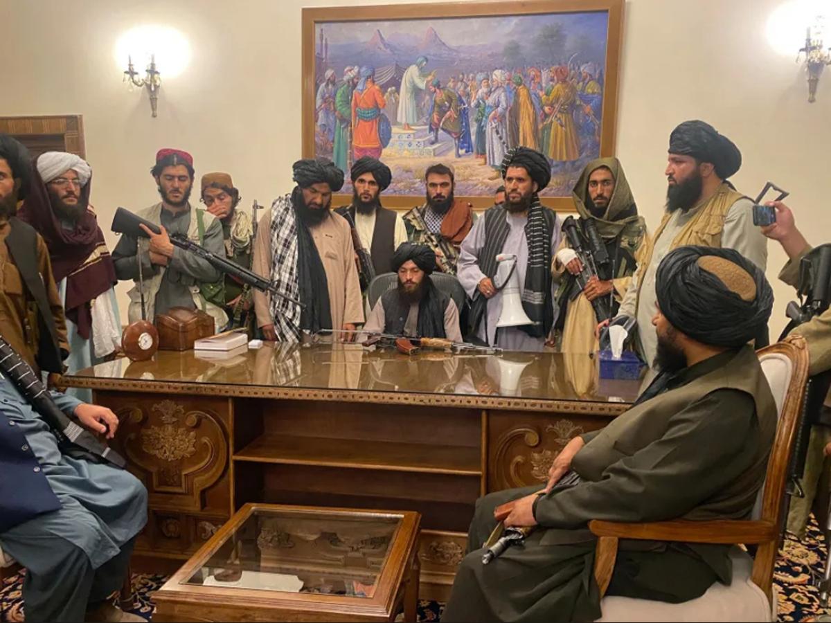 Талибы во дворце президента в Афганистане