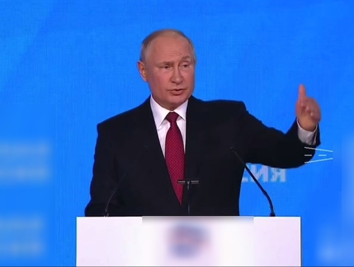 «Все равны как в бане»: Путин с шуткой поручил выдать военным по 15 тысяч рублей