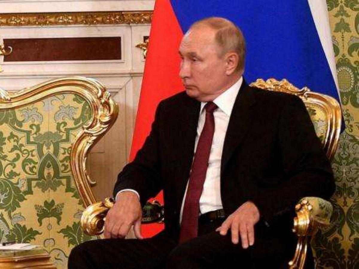 Путин пояснил Меркель, за что был осуждён Навальный