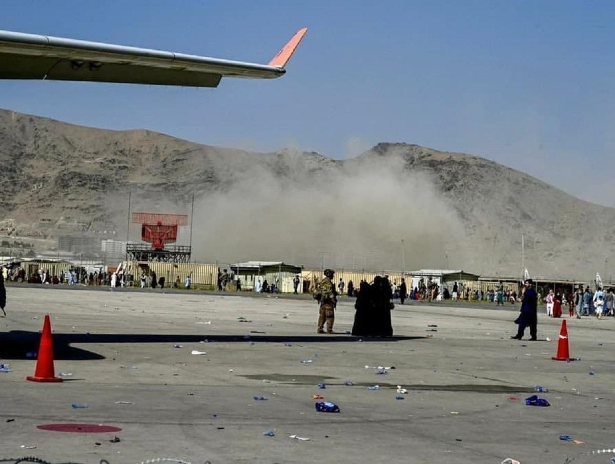 Взрыв в аэропорту Кабула: двое погибли, 15 человек ранены