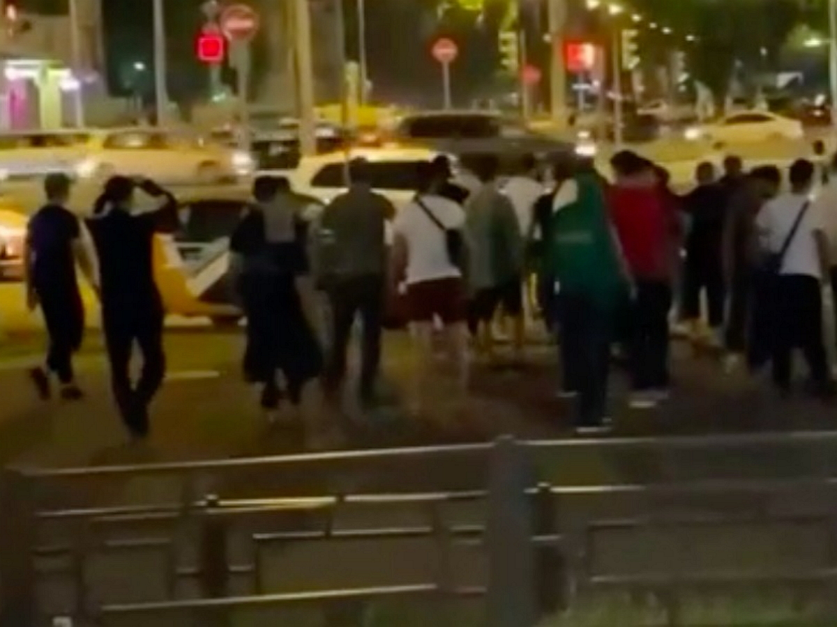 Мигранты вновь устроили массовую драку в Москве: инцидент попал на видео