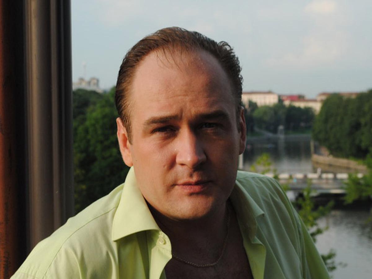 избит актер Иван Рыжиков