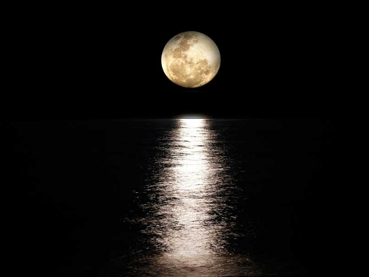 Фото Луны, похожей на Сатурн, произвели фурор в Сети