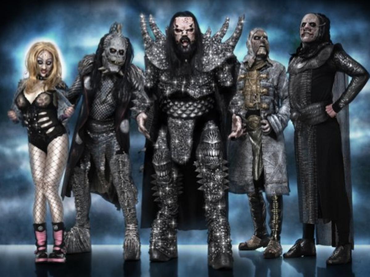 Лидер финской рок-группы Lordi явился на вакцинацию в облачении монстра