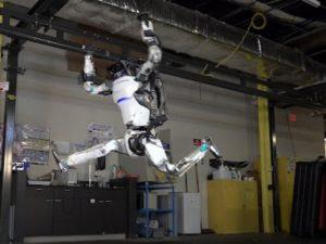 Роботы Boston Dynamics освоили паркур и даже сальто назад