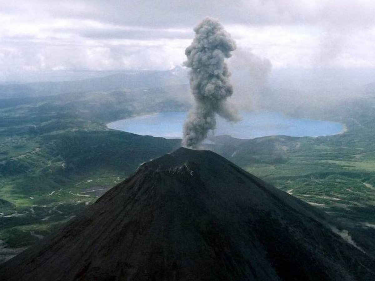 На Дальнем Востоке проснулся вулкан Эбеко