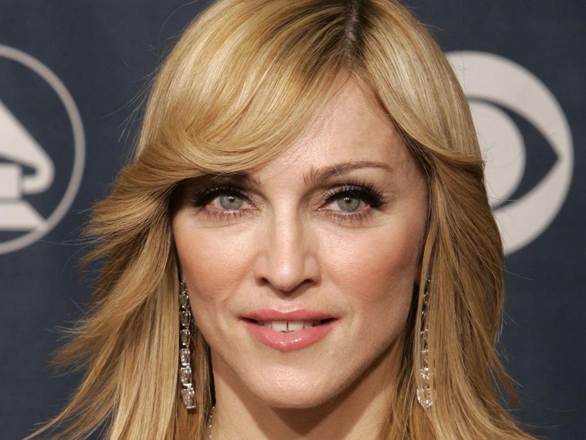 63-летняя Мадонна выложила фотосессию на гране приличия
