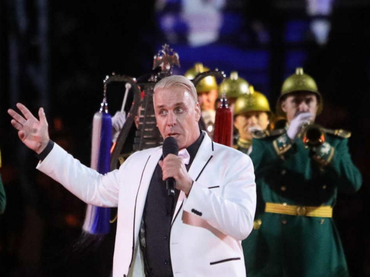 После концерта лидера Rammstein на Красной площади зрители просят дать ему российское гражданство