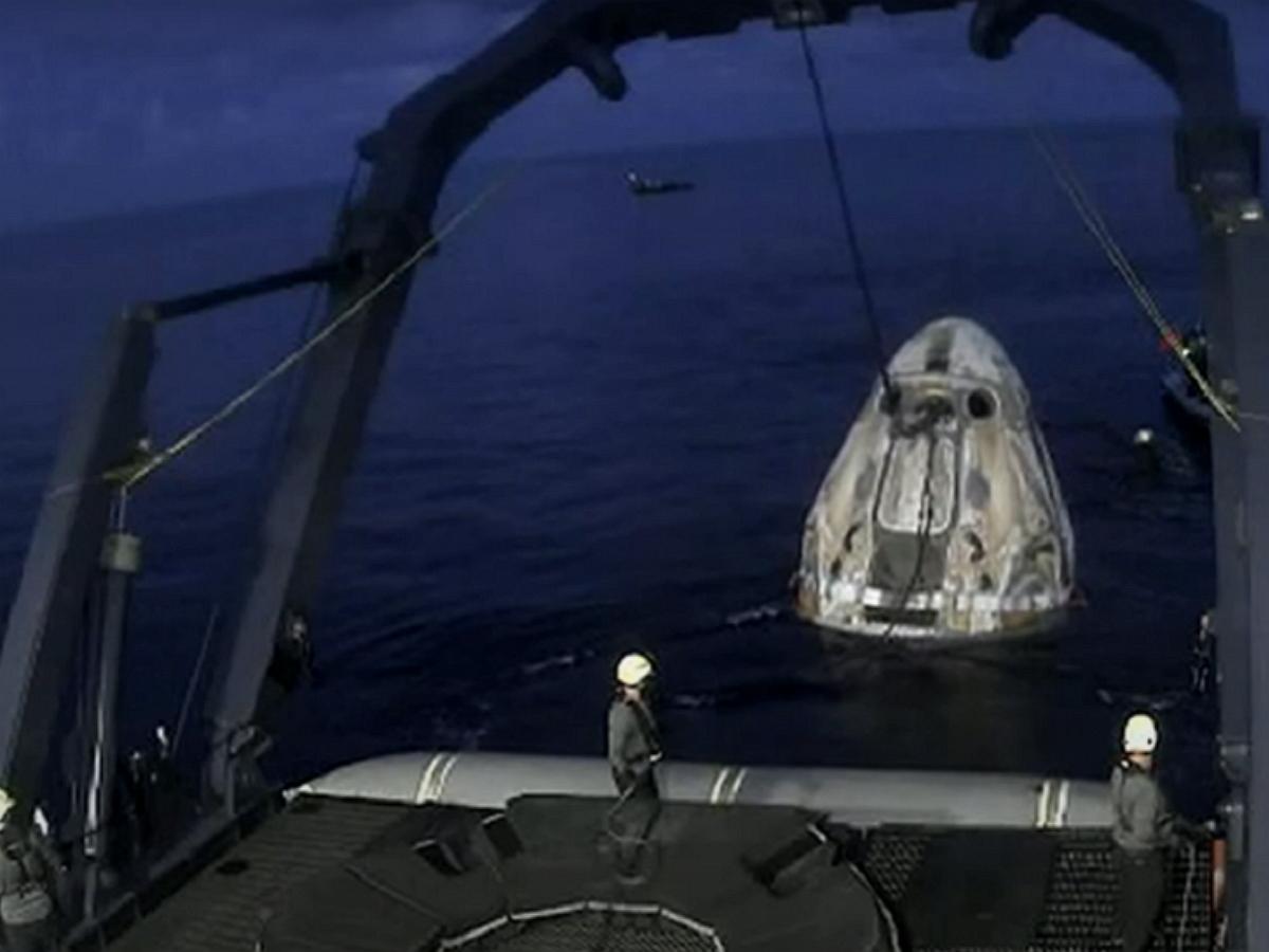 Crew Dragon с непрофессиональным экипажем приводнился в Атлантике