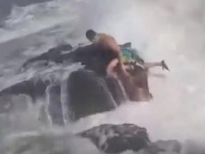 Фитнес-тренер из России погиб в Испании, спасая из бушующего моря подругу