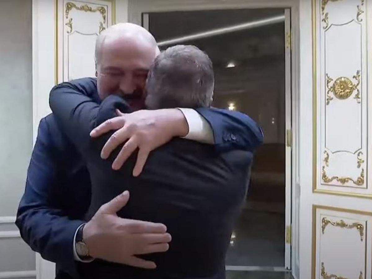 Глава МФК объятия Лукашенко
