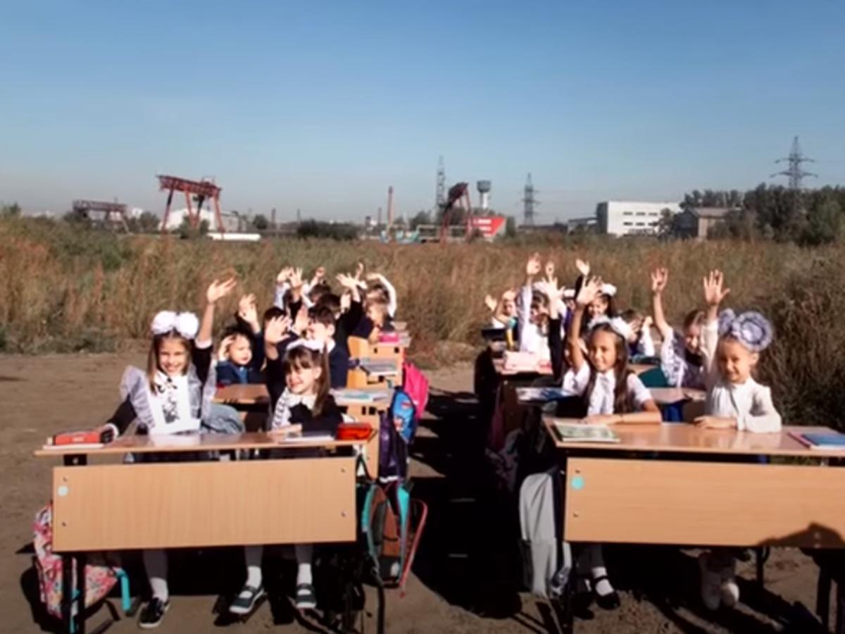 В Красноярске открытый урок провели на пустыре
