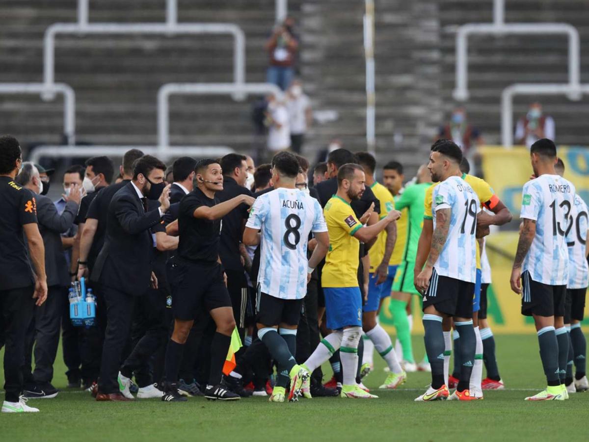 Матч Аргентина - Бразилия прервала полиция