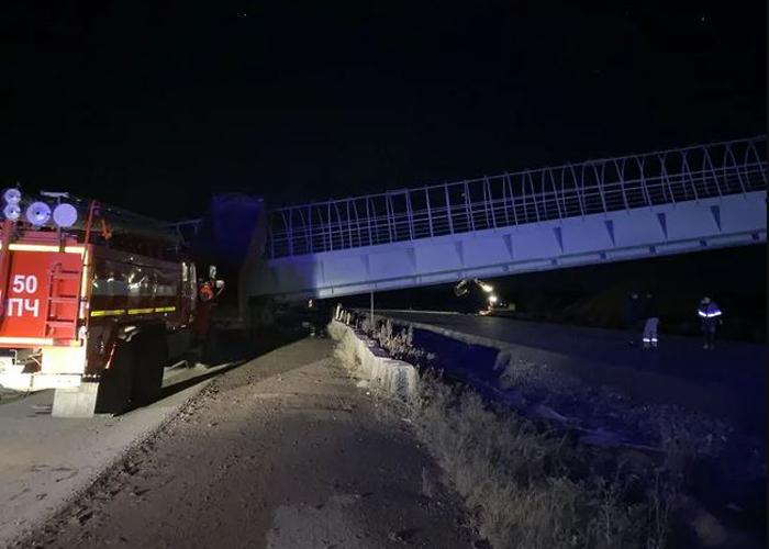 В Пермском крае надземный переход обрушился на автомобили: двое погибших (ФОТО, ВИДЕО)