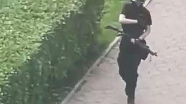 Первые выстрелы стрелка из Перми попали на видео