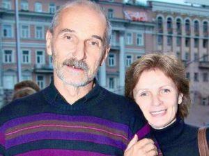 «Возможен торг»: обнищавшая вдова Петра Мамонова распродает его вещи