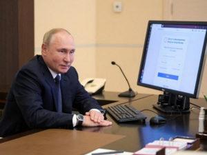 На кадрах голосования Путина онлайн нашли странности