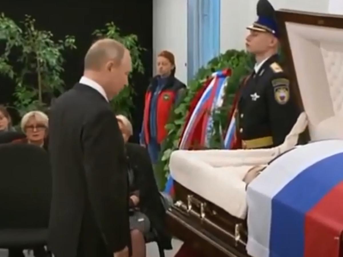 Путин на похоронах Зиничева
