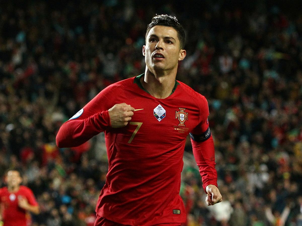 Роналду стал лучшим бомбардиром в истории сборных, забив дубль в ворота Ирландии