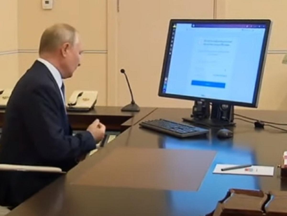 «Два раза щелкнул мышкой»: Путин проголосовал на выборах в онлайн-режиме