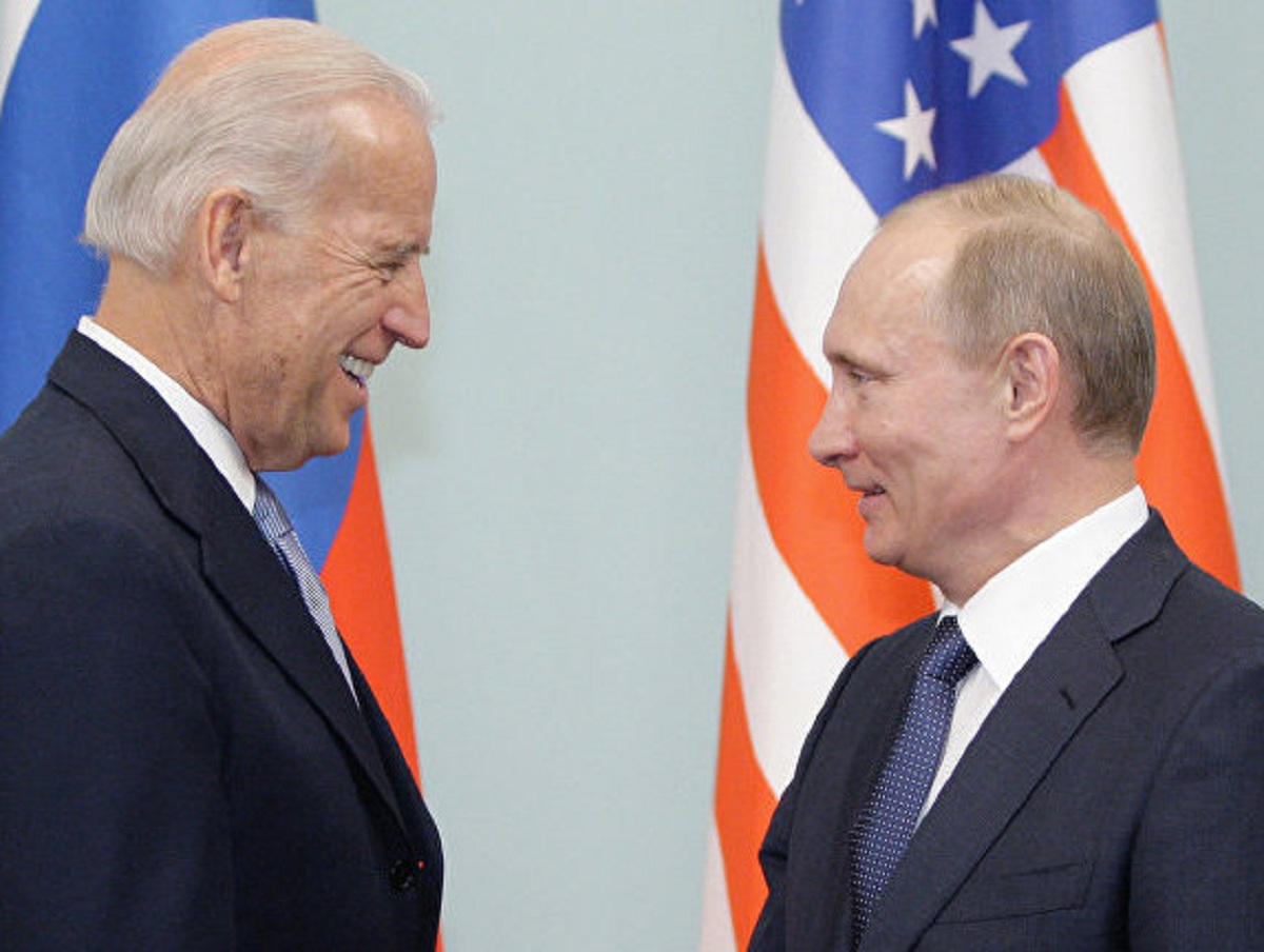 Байден оправдался перед Путиным за то, что назвал его «убийцей»