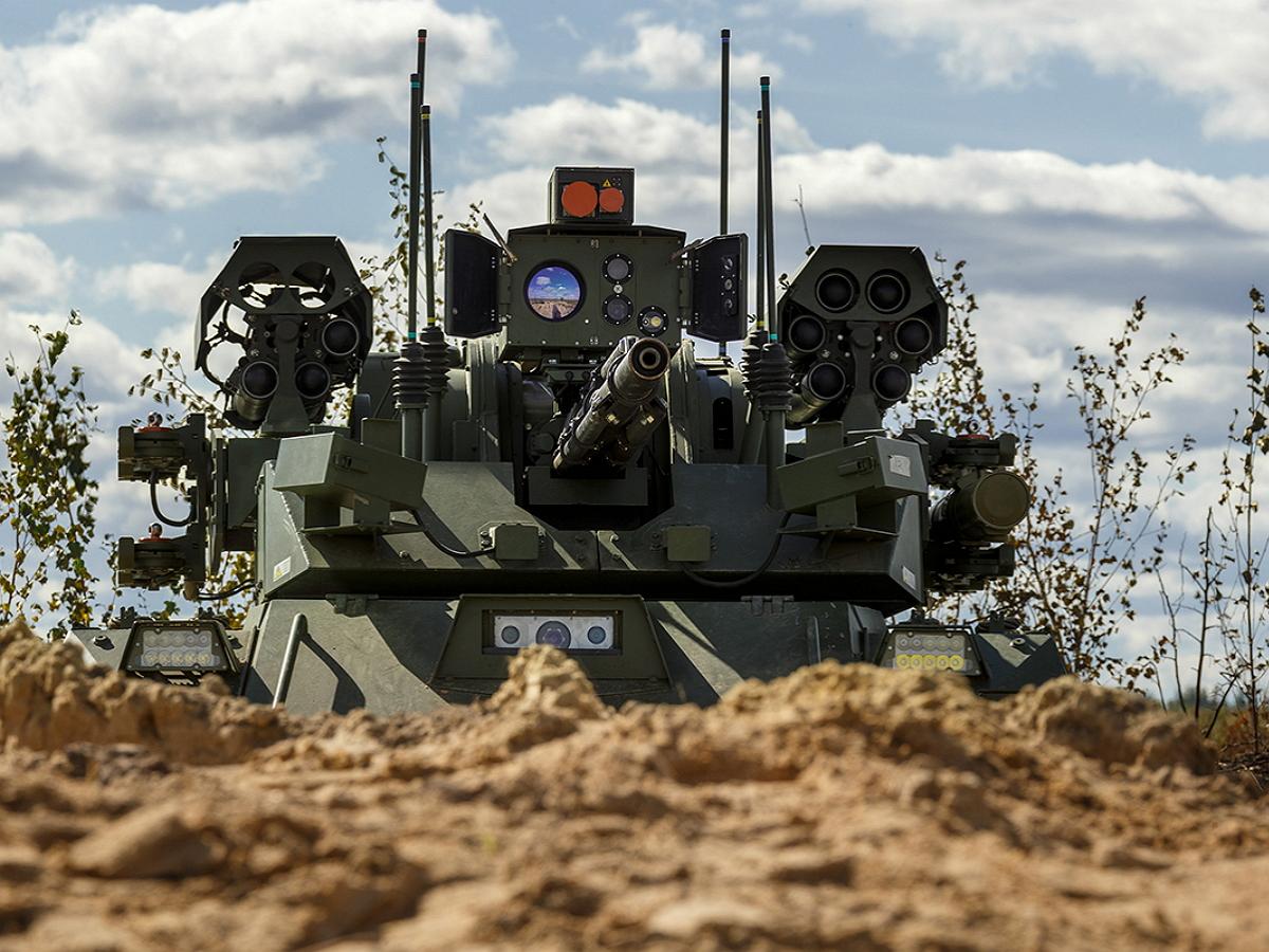 Минобороны РФ на учениях «Запад-2021» испытало боевых роботов «Уран-9» и «Нерехта»