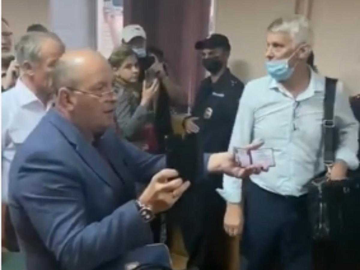 В ТИК Уссурийска коммунисты устроили драку с полицией: три человека госпитализированы