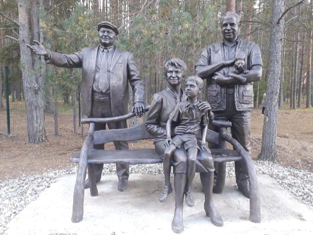 памятники Юрию Лужкову