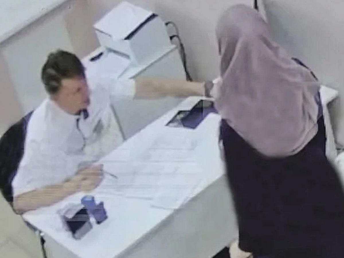 врача избили