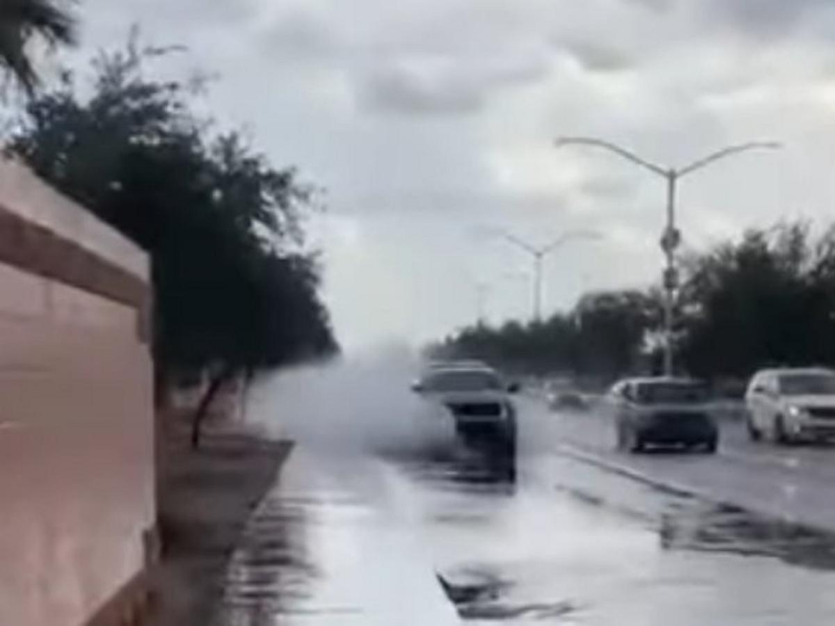 Парень снял на видео освежающий эффект лужи