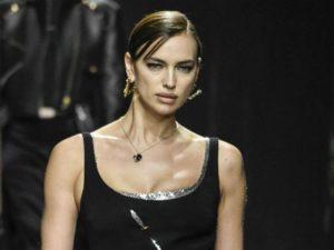 Ирина Шейк явилась на парижский модный показ в пуховике