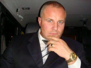 СМИ: украинский актер Алексей Комисарук напал с ножом на жителя Ялты