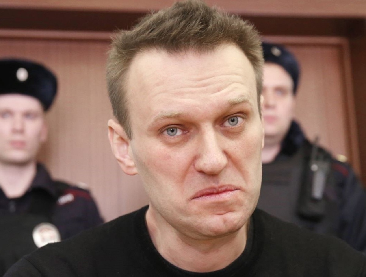 «Не надо целовать портреты Путина»: Навального в колонии признали экстремистом