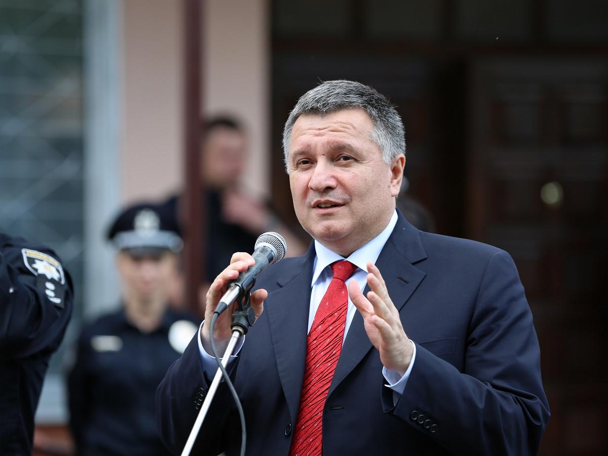 Аваков призвал рассмотреть возвращение украинских территорий военным путем