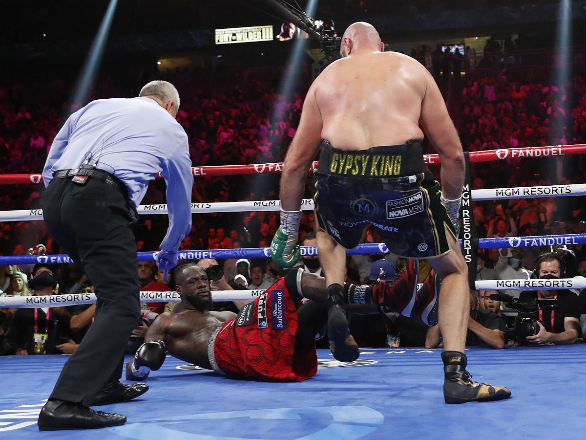 Фьюри нокаутировал Уайлдера, в третий раз защитив пояс чемпиона мира