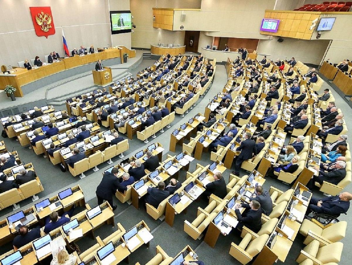 Депутатов учат два дня нажимать на кнопки в зале Госдумы