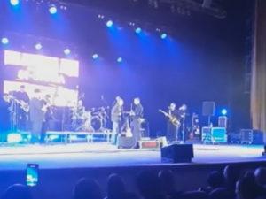 Экс-солист группы «Ляпис Трубецкой» подрался с фанатом на сцене
