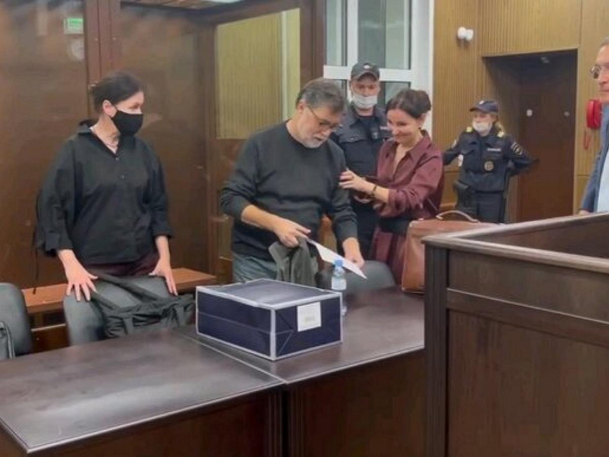 Суд отправил ректора Шанинки Сергея Зуева под домашний арест