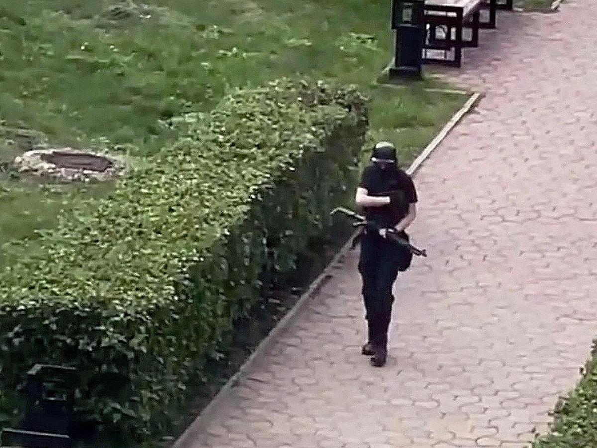 В Сети появилось фото пермского стрелка с больничной койки