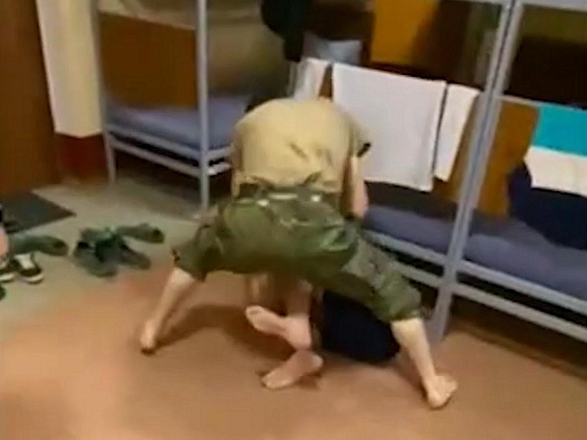 Дагестанские солдаты жестоко избили сослуживца вармейской казарме из-за наркотиков