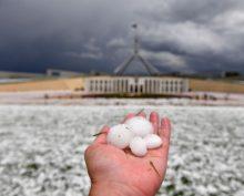 Град, размером с куриное яйцо, выпал в Австралии