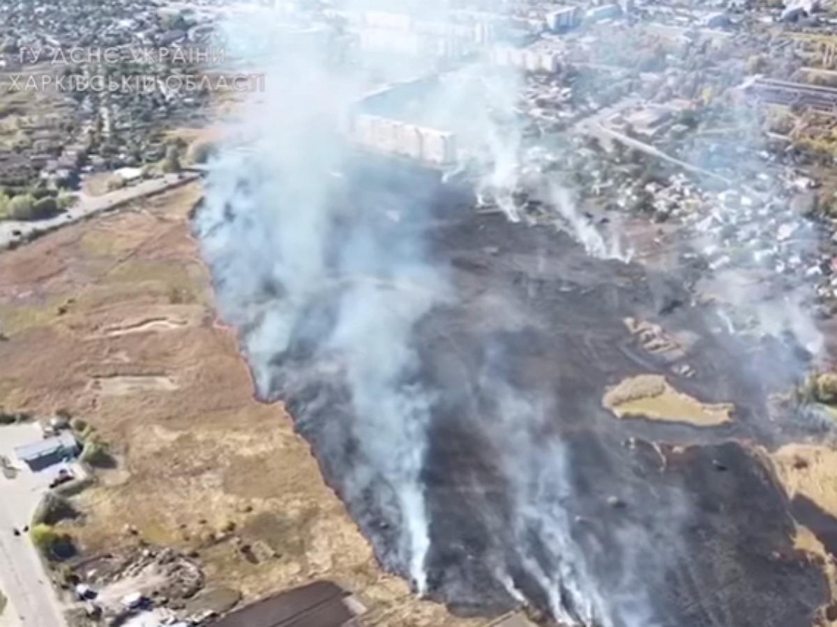 НаУкраине под Харьковом произошел крупный пожар рядом соскладом сбоеприпасами