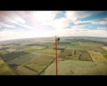 Экстремал поднялся на высоту 475 метров без страховки