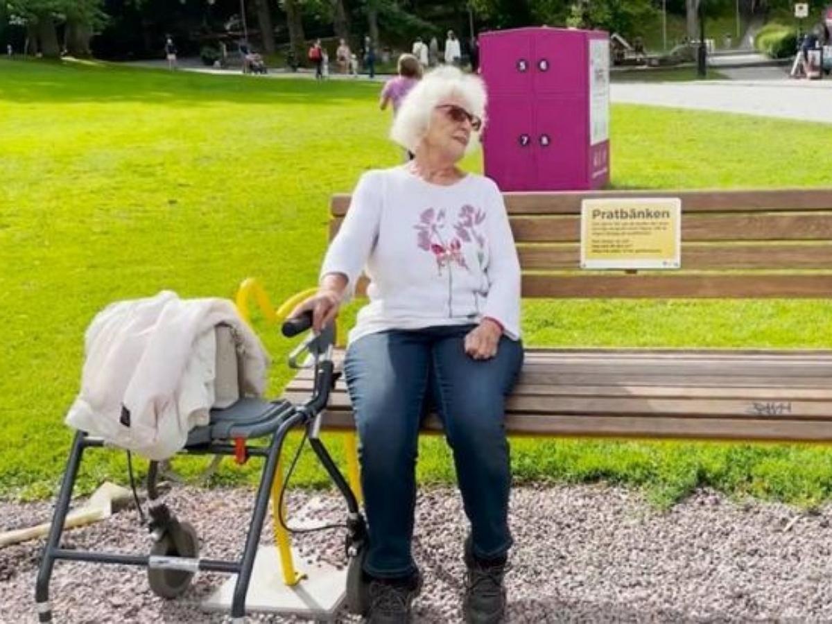 В Швеции установили скамейки для борьбы с одиночеством