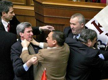 Депутаты грузинского парламента избили друг друга микрофонами