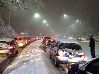 В Великобритании снегопад парализовал все транспортное сообщение